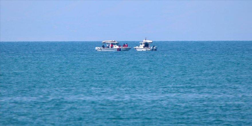 Van Gölü'nde kaybolan tekneyi arama çalışmaları sürüyor