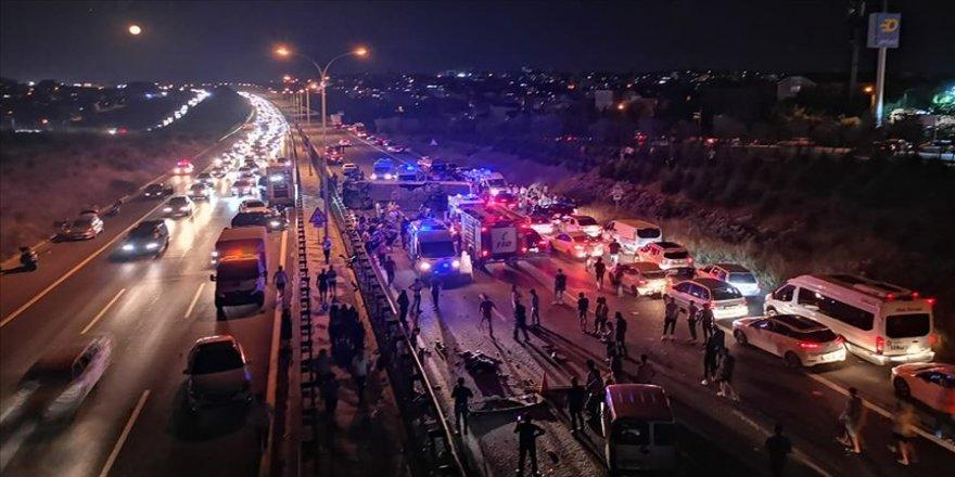 TEM Gebze  Otoyolu'nda yolcu otobüsü devrildi: 1 ölü, 17 yaralı