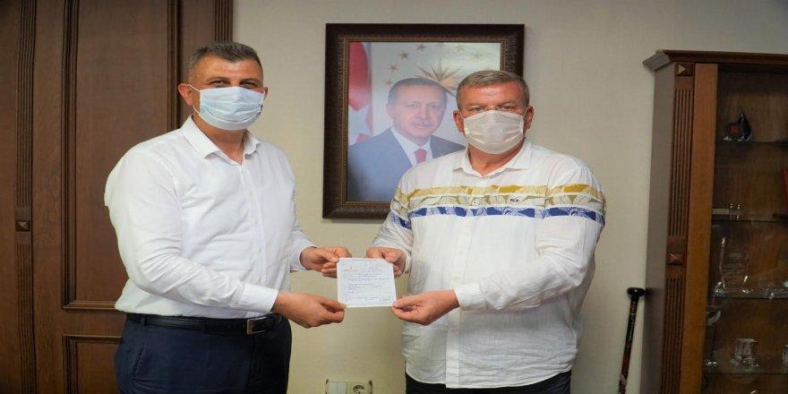 Sezer,Kızılay'a Kurban bağışında bulundu