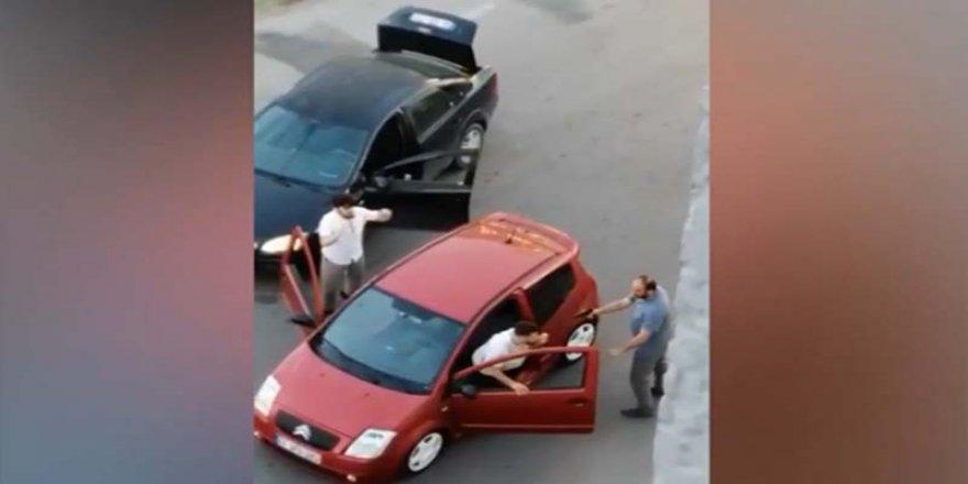 Trafikte tartıştığı gençlere silah çeken şahıs yakalandı