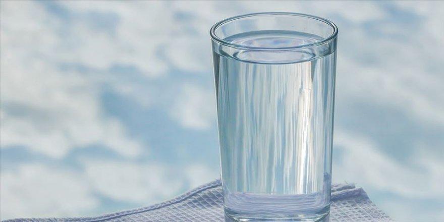 Az su içmenin ve susuzluğun böbrek taşı riskini artırdığı uyarısı