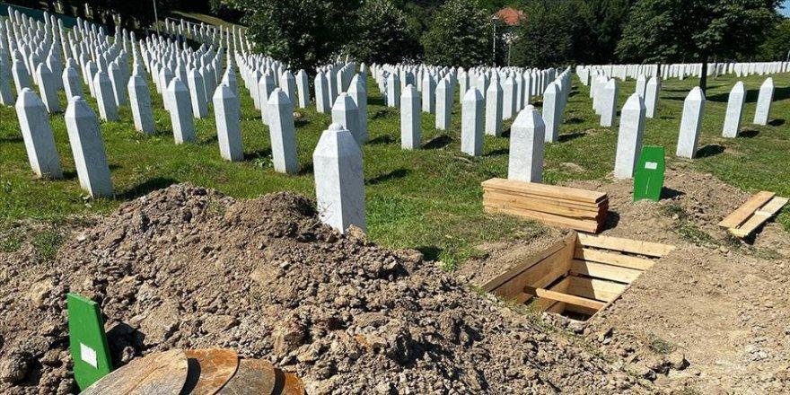 AB: Srebrenitsa Soykırımı, Avrupa'nın kalbinde açık yaramız olmaya devam ediyor