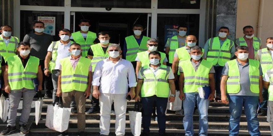 İlçede ki tüm evlere maskeleri dağıttılar