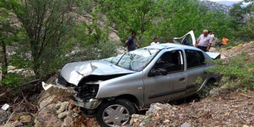 Uçuruma yuvarlanan otomobilde bir aile yok oldu: 3 ölü, 4 yaralı