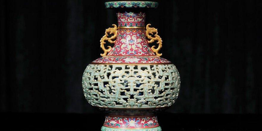56 dolara alınan vazo 9 milyon dolara satıldı