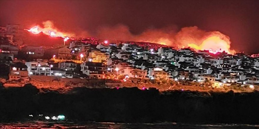 İzmir'de yerleşim alanlarına yaklaşan yangın kontrol altına alındı