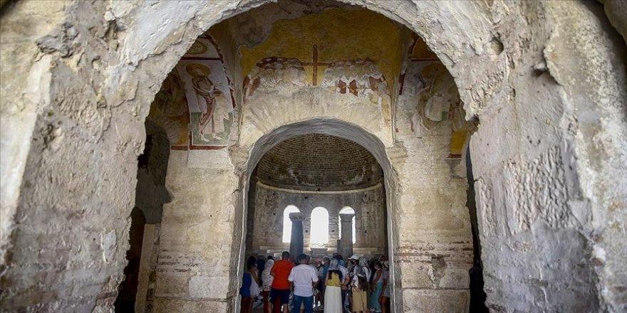 Aziz Nikolas Kilise ve Müzesi'nde ayin düzenlendi