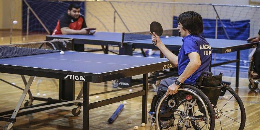 Bakan Kasapoğlu'ndan olimpiyat vizesi alan paralimpik masa tenisçilere tebrik