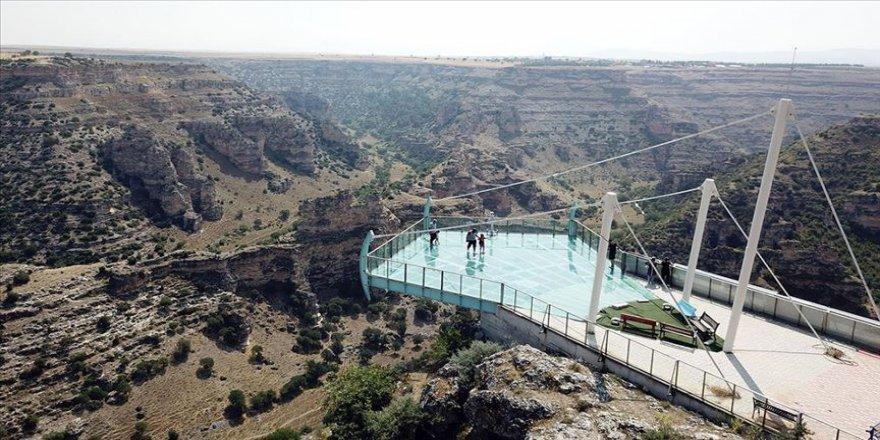 Dünyanın en uzun ikinci kanyonu ziyaretçilerini bekliyor