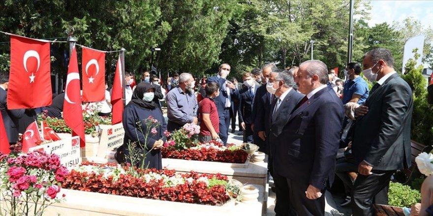 TBMM Başkanı Şentop 15 Temmuz Demokrasi Şehitliği'nde anma programına katıldı