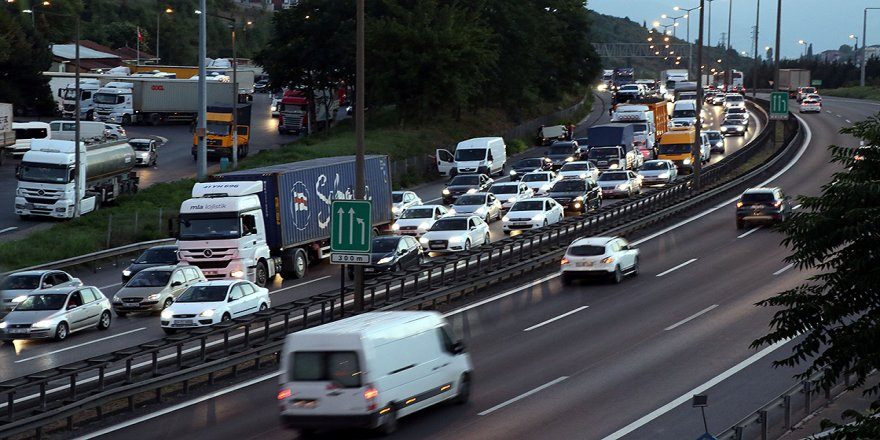 Anadolu Otoyolu'nun Kocaeli kesiminde trafik yoğunluğu başladı