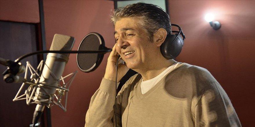 Şarkılarıyla gönüllerde yer edinen Murat Göğebakan