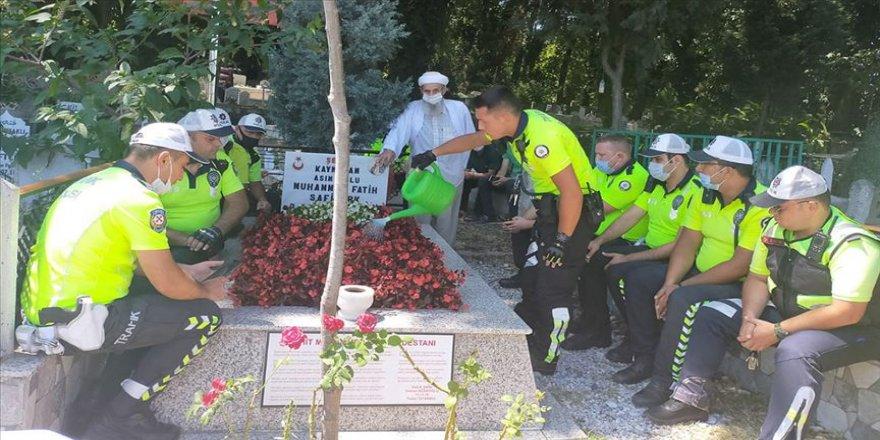 Polislerden şehit kaymakam Safitürk ve 15 Temmuz şehidi Gökbayrak'ın mezarlarına ziyaret