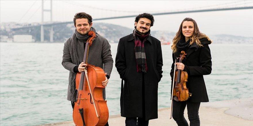 Oda müziğinin genç sesi 'Bosphorus Trio' Türk bestecileri dünyaya taşıyor