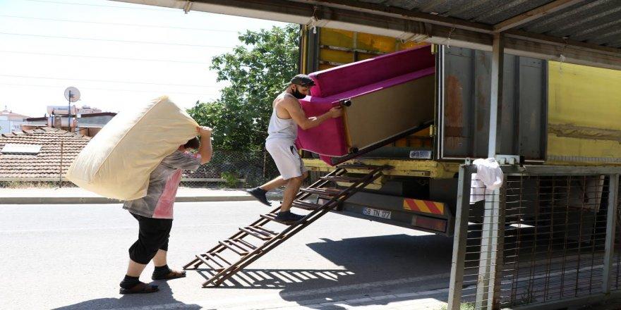 Gebze'de yaşayan Güzey ailesi Büyükşehir ile köylerine döndü