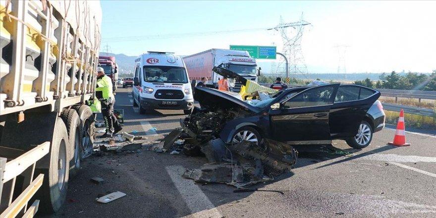 Bolu'da otomobil tıra arkadan çarptı: 3 ölü, 1 yaralı