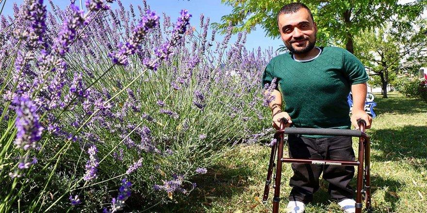 7 yılda geçirdiği 5 ameliyattan sonra, önce yürümeyi sonra araç kullanmayı öğrendi