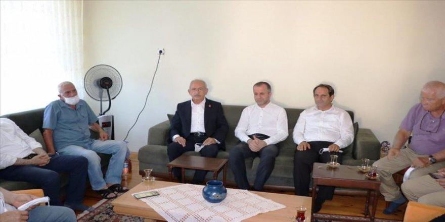 Kılıçdaroğlu'ndan teyzesi vefat eden Okan Konuralp'e taziye ziyareti