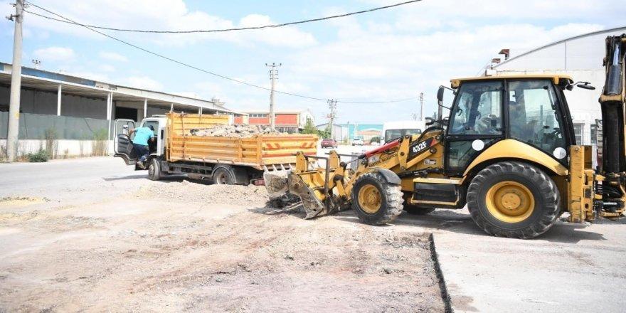 Başkan,üst yapı ve asfalt yama çalışmalarını yerinde inceledi