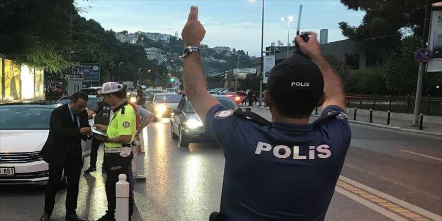 İstanbul'da eğlence yeri denetiminde 99 kişiye işlem yapıldı