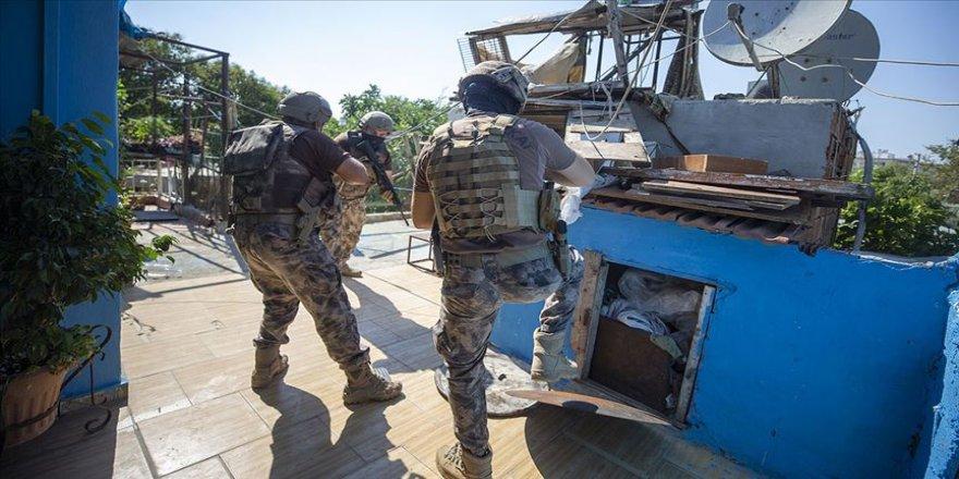 Yurt genelinde son bir haftada uyuşturucu operasyonlarında 2 bin 353 şüpheli yakalandı