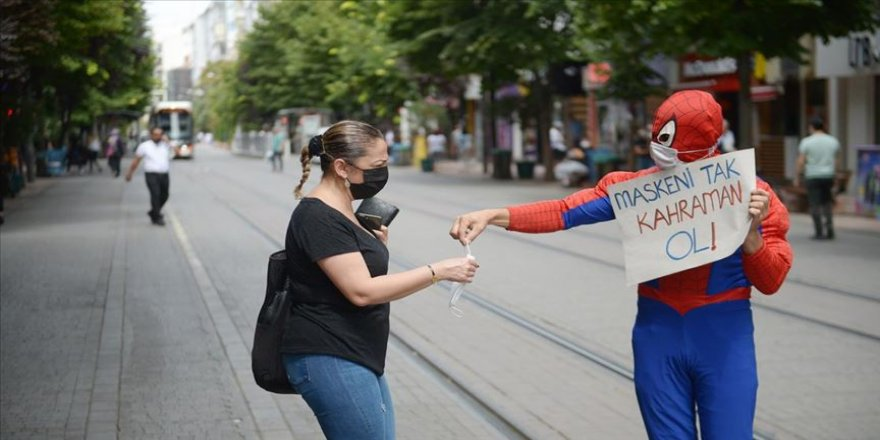 Eskişehirli Örümcek Adam'dan 'maskeni tak, kahraman ol' çağrısı