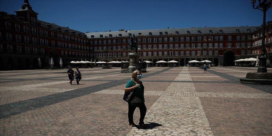 Almanya İspanya'da 2 bölgeyi daha Kovid-19 konusunda riskli ilan etti