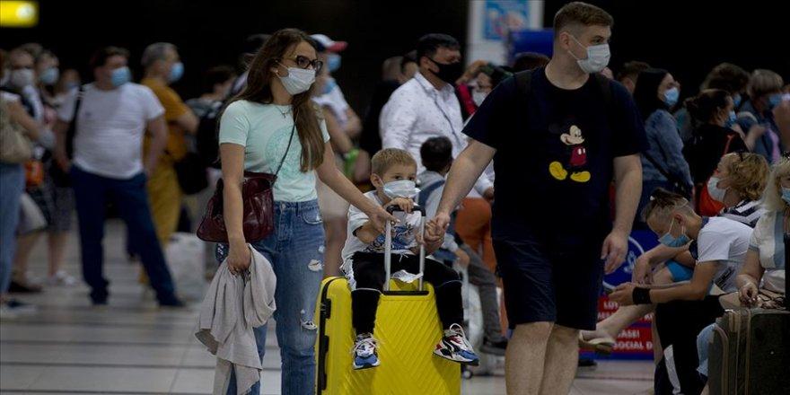 Antalya'ya bir saatte 45 uçak inip kalktı