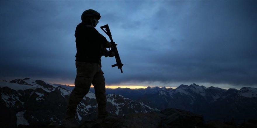 Teröristlerle çıkan çatışmada bir askerimiz şehit oldu