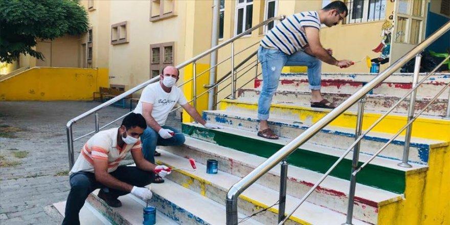 Diyarbakır'da fedakar öğretmenler okullarını eğitime hazırladı