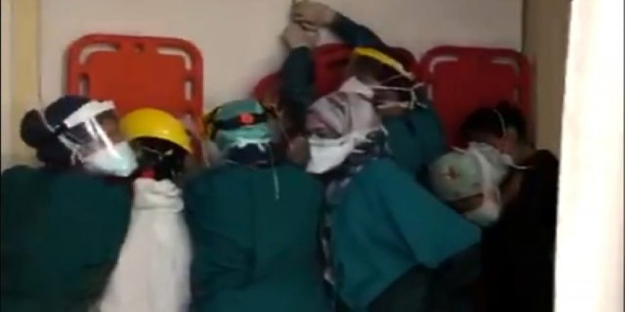 Hayatını kaybeden kişinin yakınları hastaneyi bastı, sağlıkçılar sedyeyle korunmaya çalıştı