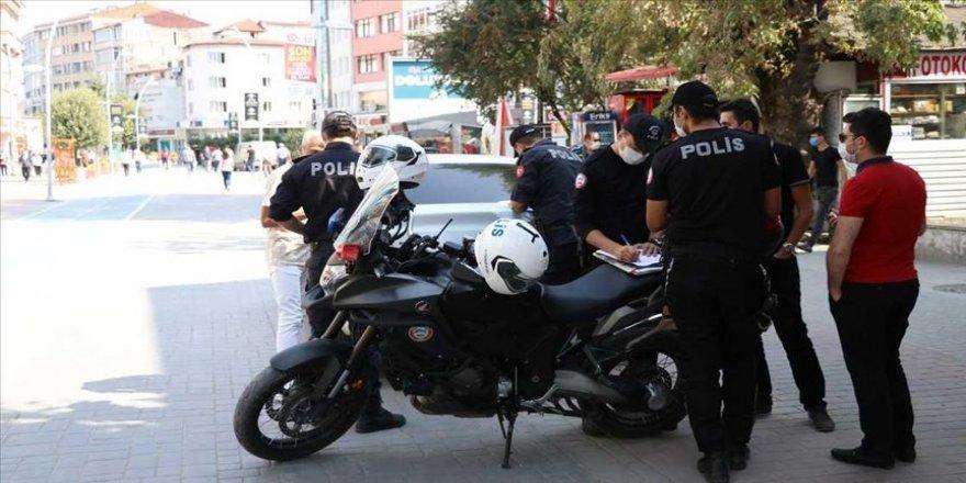 Bolu'da karantinada olması gereken 3 kişi otomobille gezerken yakalandı