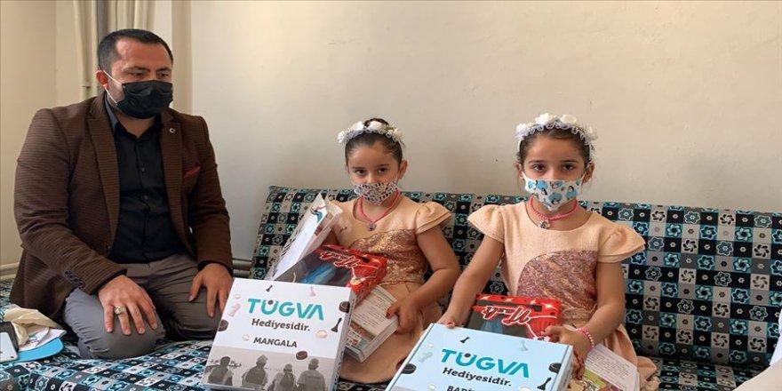 İkiz kız kardeşler 'Suriye' ve 'Türkiye' isimleriyle dikkati çekiyor