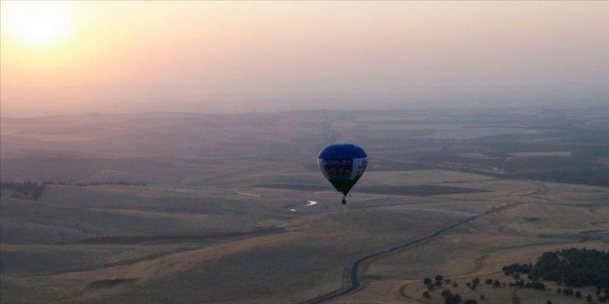 Göbeklitepe'de sıcak hava balonuyla tanıtım uçuşu gerçekleştirildi