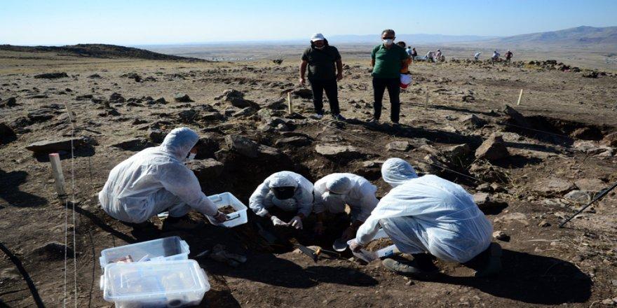 Malazgirt Savaşı alanının tespiti için açılan mezarlarda kemik kalıntılarına rastlandı