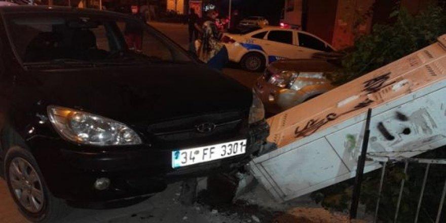 Direksiyon hakimiyetini kaybeden sürücü telekoma ait  kutuya çarptı