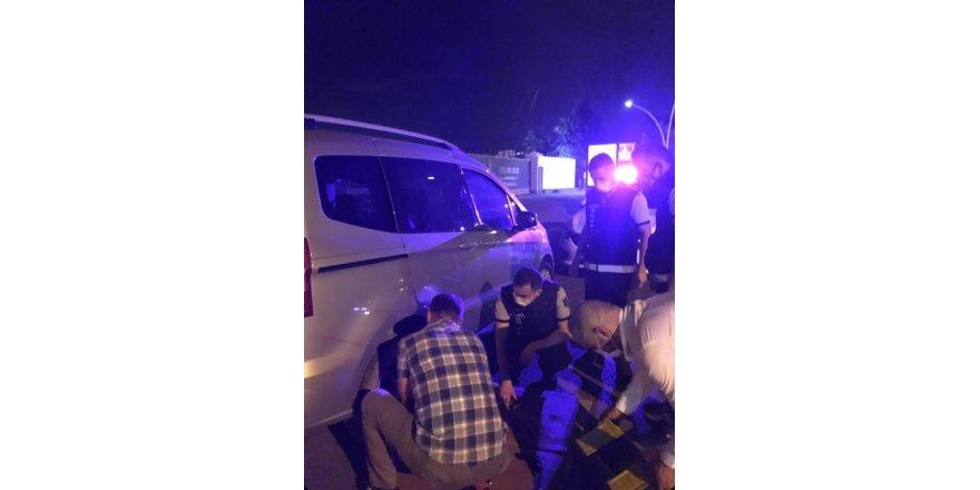 Yolda kalan bayan şoförün imdadına Büyükşehir zabıtası yetişti