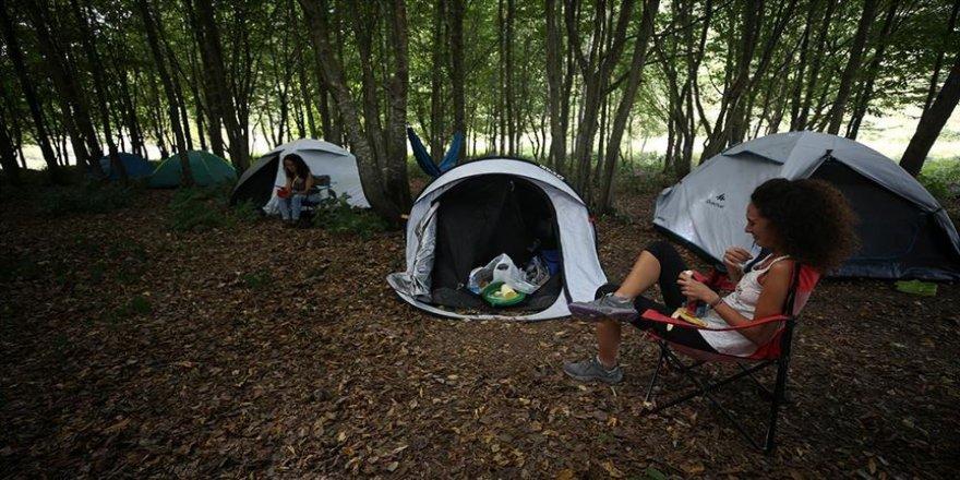 'Sosyal mesafeli' kampta buluşan doğaseverler doğal yaşamı öğreniyor