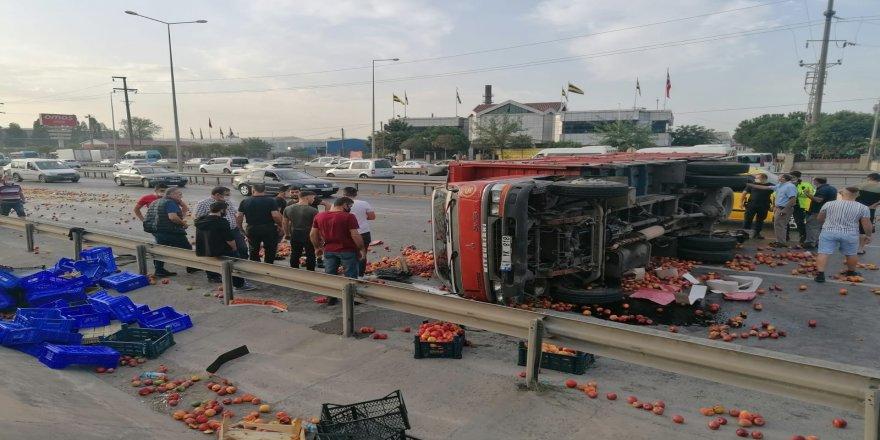 Gebze'de sebze yüklü kamyonet ise yola devrildi ! 1 ağır 2 yaralı