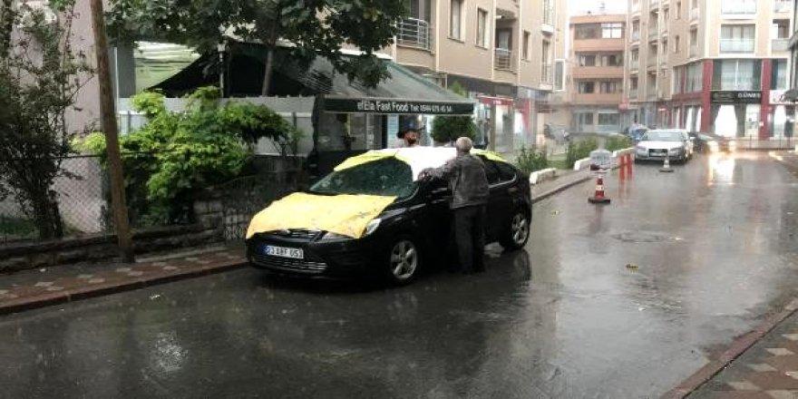 Gebze'de yağan doluya karşı vatandaşlardan halılı önlem