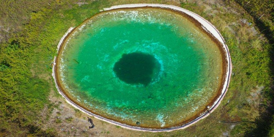 Amanos Dağlarının 'nazar boncuğu' görünümlü yangın göleti ziyaretçilerini büyülüyor
