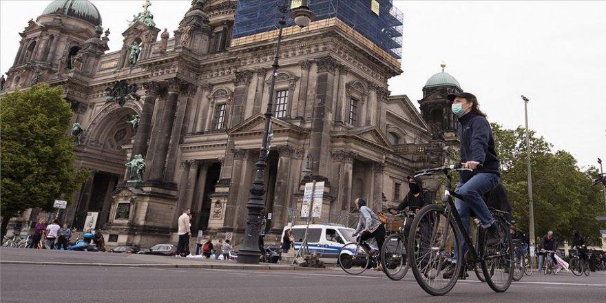 Almanya'da son 24 saatte 2 bin 503 Kovid-19 vakası tespit edildi