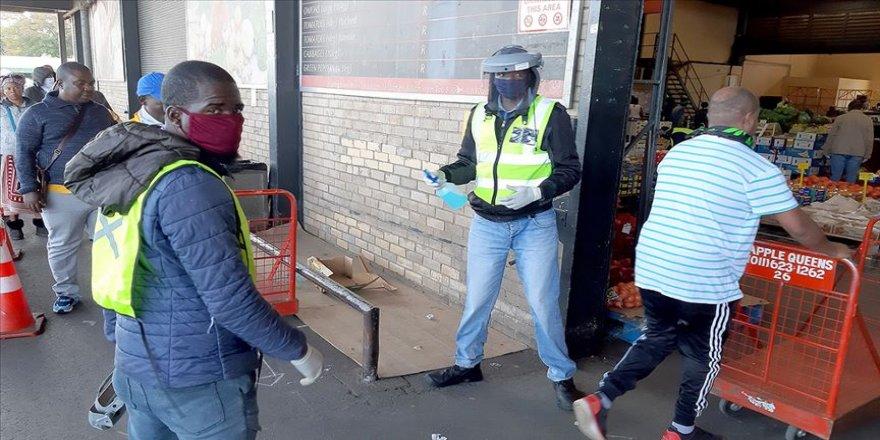 Güney Afrika'da Kovid-19 nedeniyle 2 milyondan fazla kişi işini kaybetti
