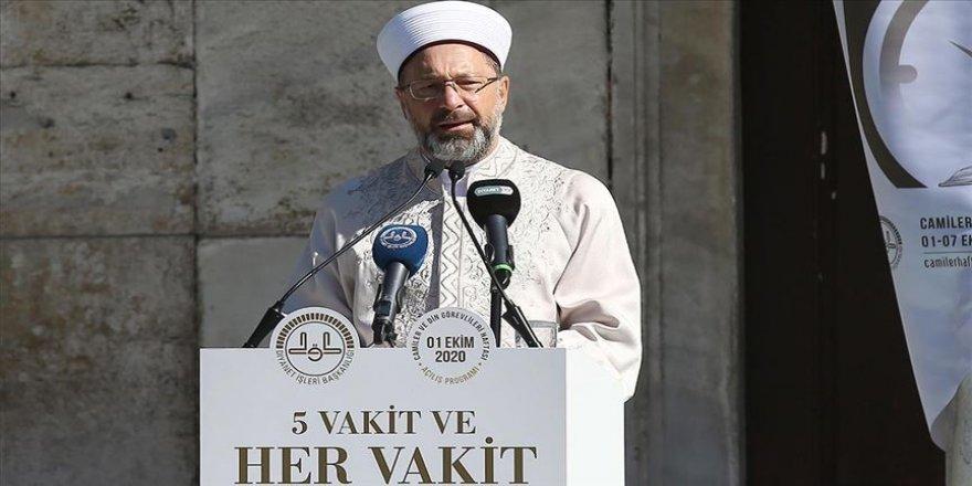 Prof. Dr. Ali Erbaş: Gayrimeşru ilişkileri sıradanlaştıran yayınlar yapmak nesillerimize karşı işlenen büyük bir suçtur