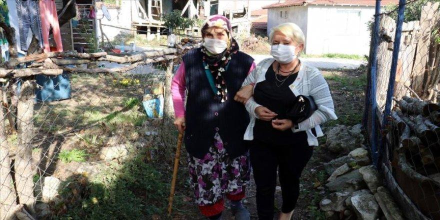 Sonradan yerleştiği köye muhtar olan kadın hizmet için koşturuyor