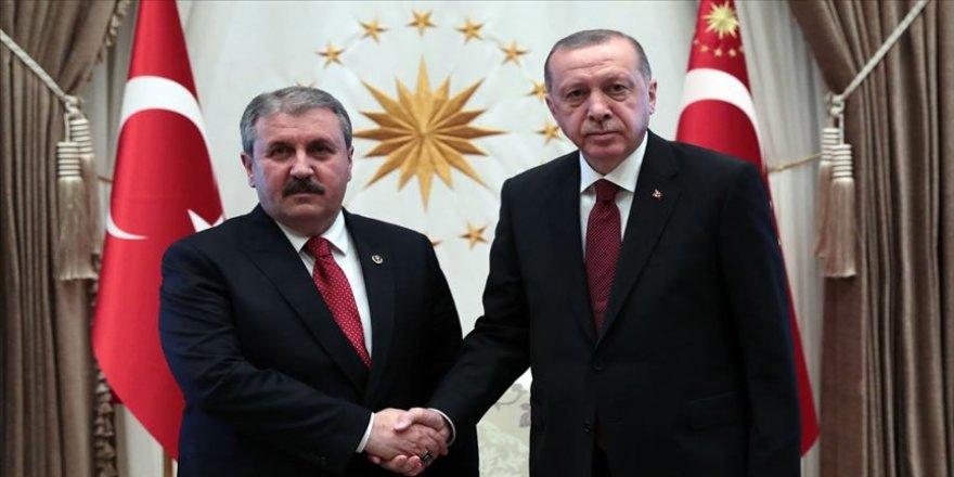 Cumhurbaşkanı Erdoğan, BBP Genel Başkanlığına yeniden seçilen Destici'yi kutladı