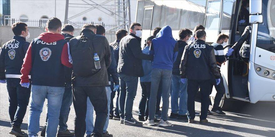 Kars merkezli dolandırıcılık operasyonunda gözaltına alınan 30 kişi adliyeye sevk edildi