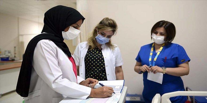 Salgın hastanesinin hemşireleri var güçleriyle çalışıyor