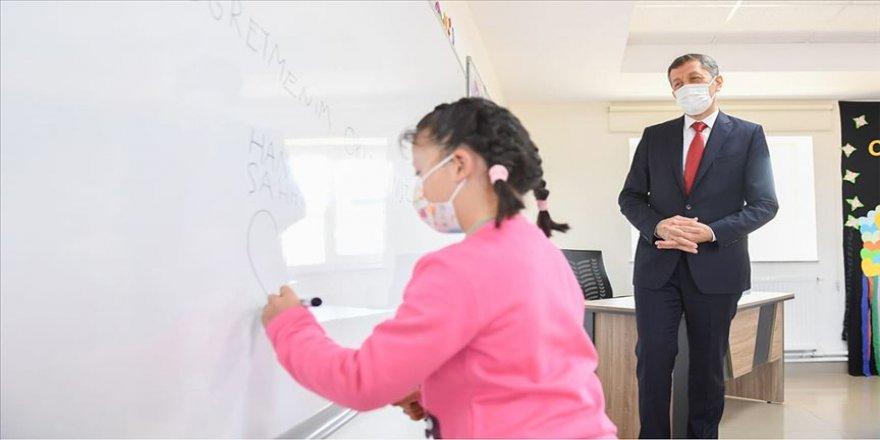 Milli Eğitim Bakanı Selçuk: Yüz yüze eğitime yüzde 80'lere yakın bir katılım var