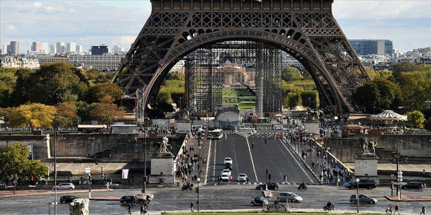 Uzmanlara göre Fransa, ekonomik krizin faturasını Müslümanlara çıkarıyor